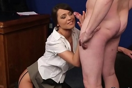Naughty beauty gets cumshot on her circumstance eating for everyone the cum