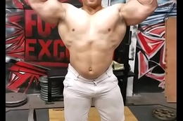 beefymuscle.com - Mindblowing muscle bull flexing