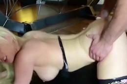 Deutsche Drecksau wird von vielen Typen beim Team fuck gefick