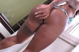 TS Isabelly Ferreira toying her asshole