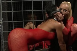 Blindfolded sub squirting and gets pussytoyed