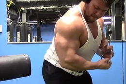 Bodybuilder R0bin bulking up to 300 lbs