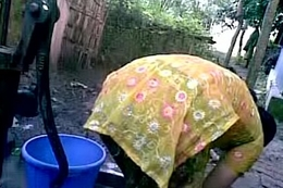 BANGLADESHI VILLAGE GIRL Vacuum