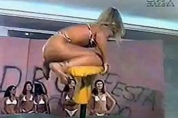 Malandrinha Fabiana de Bikini prova da prancha Programa do Malandro