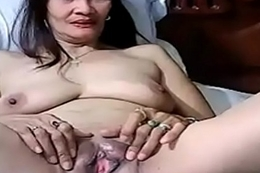 Horny Filipina playing down herself on cam