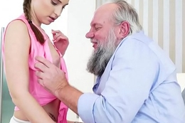 Teen skank blows grandpapa