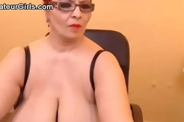 amateur bbw big boobs natural tits nipples fat saggy