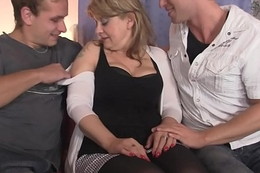 Picked with respect to hot mommy gives double head and rides