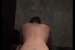 Metendo no novinho na banheira do motel