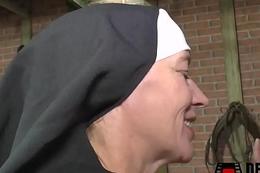 Nonne im Kloster gefickt