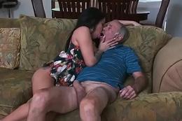 Cocksucking latina pleasures oldmans dick