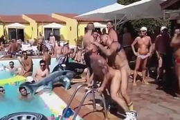 Mundo Bicha - A Pool Party dos Gays - DITADURAG.COM